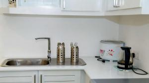 Thompson Manor (A Luxury Villa in Galle) Fully Equipped Kitchen (9)