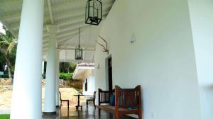 Thompson Manor (A Luxury Villa in Galle) Large Verandah (2)