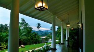 Thompson Manor (A Luxury Villa in Galle) Large Verandah (5)