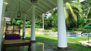Thompson Manor (A Luxury Villa in Galle) Large Verandah (6)