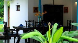 Thompson Manor (A Luxury Villa in Galle) Open Dining Area (3)