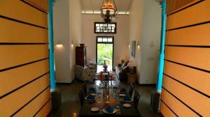 Thompson Manor (A Luxury Villa in Galle) Open Dining Area (6)