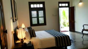 Thompson Manor (A Luxury Villa in Galle) Pool View Bedroom (7)