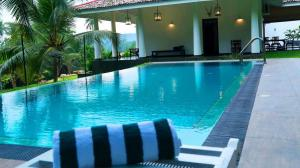 Thompson Manor (A Luxury Villa in Galle) Swimming Pool (4)