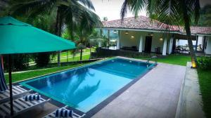 Thompson Manor (A Luxury Villa in Galle) Swimming Pool (5)